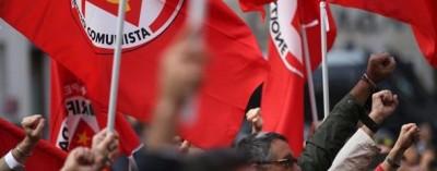 bandiere-rifondazione-Funerali_Ingrao10-41969_610x239