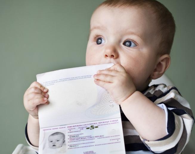 In aereo coi bambini: i documenti per viaggiare