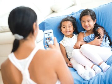 Postare foto dei bambini. Si fa con amore e rispetto, mai con leggerezza