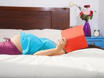 Leggere in gravidanza, i libri da sfogliare col pancione