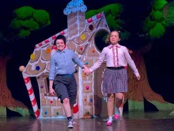 Teatro Colla sul palco di marzo con le sue marionette