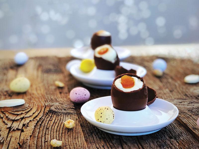 Piccole uova di Pasqua a sorpresa