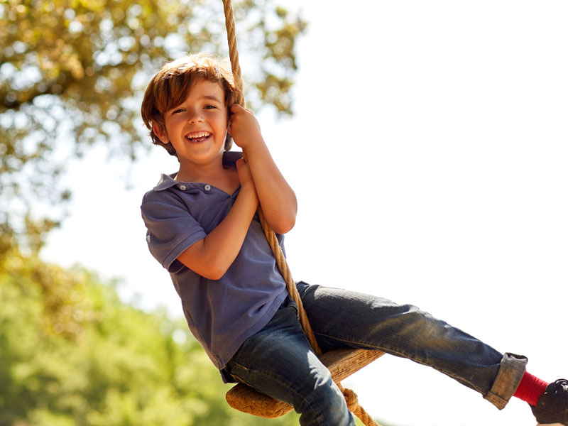 I bambini devono giocare all'aperto. E qualsiasi giardino è buono