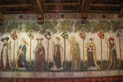 Castello della Manta a maggio, gioiello del FAI da scoprire