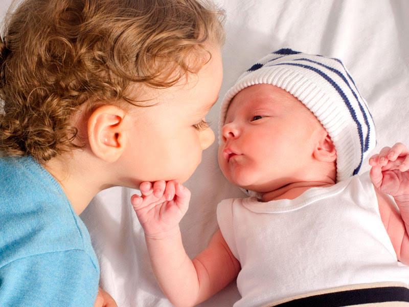 Arriva un fratellino: i libri per preparare il primogenito