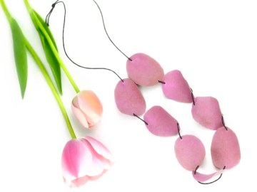 La collana di petali: un regalo per tutte le mamme