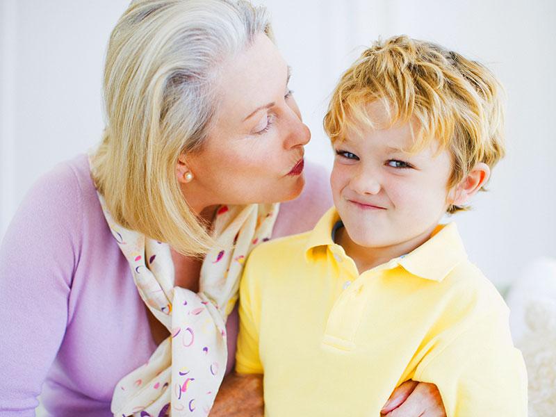 Dai un bacio alla zia! Il rispetto del corpo e delle emozioni dei bambini