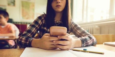 Divieto smartphone a scuola: UK e Germania seguono l'esempio della Francia