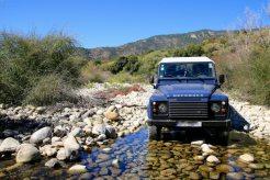 Weiterfahrt in die Calanche. Unterwegs noch eine kleine, nicht sehr spektakuläre Tour aus dem Roadbook. Dafür mit Flussdurchfahrt!