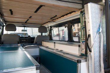 Reisemobil Innenausbau: Kühlschrank und neuer Stauschrank