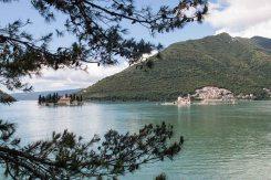 Blick über die Bucht von Kotor bei Perast, Montenegro