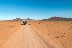 Land Rover auf dem Farmpad bei Koimasis, Namiibia