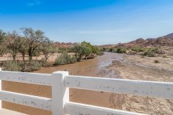 Fließender Ugab in Namibia