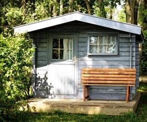 Una bella e comoda casetta in legno in giardino
