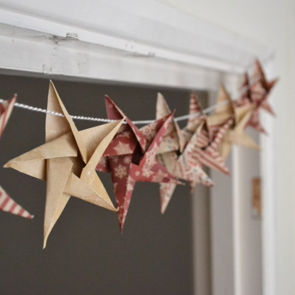 DIY Star Garland Christmas crafts - Girl about townhouse