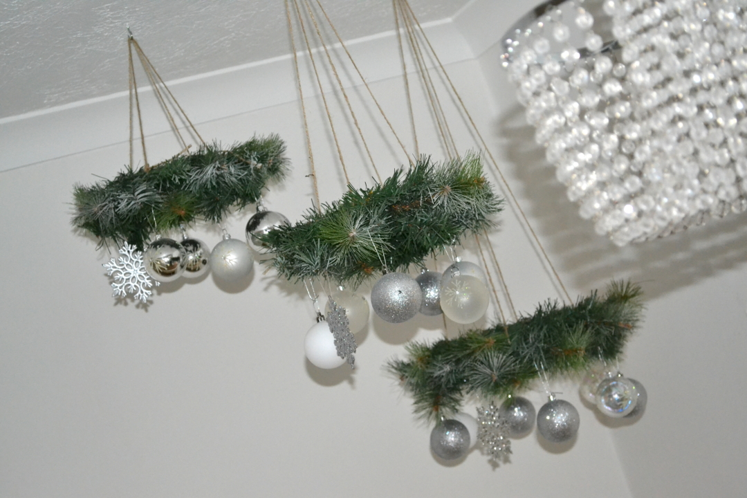 DIY Wreath Chandelier - Girl about townhouse