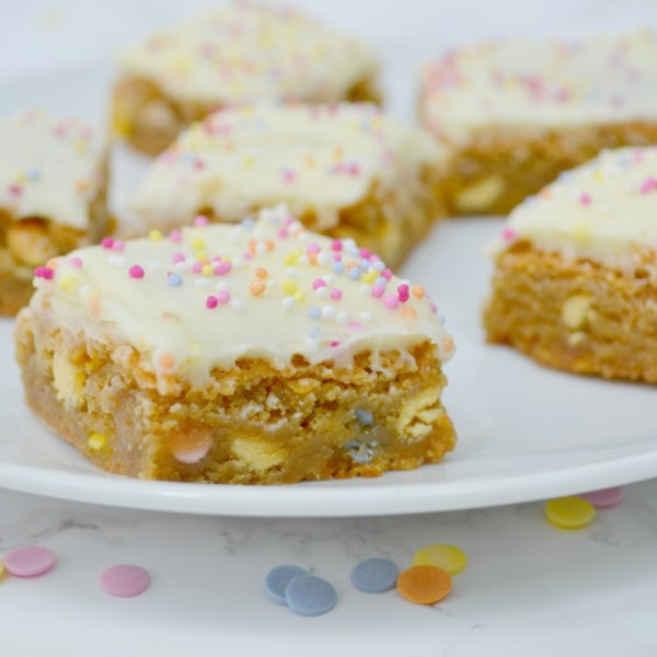 Birthday Cake Blondies Recipe - Girl about townhouse