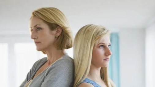 mom-and-daughter-