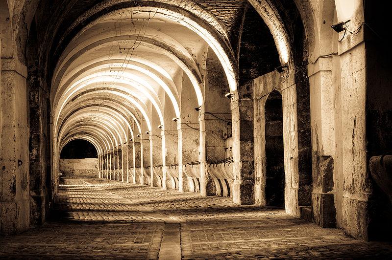 Una delle due stalle del Castello di Sant Ferran Castle, Spagna - Foto di Asarola (CC-by-SA)
