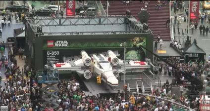 LEGO-Star-Wars-Times-Square-06