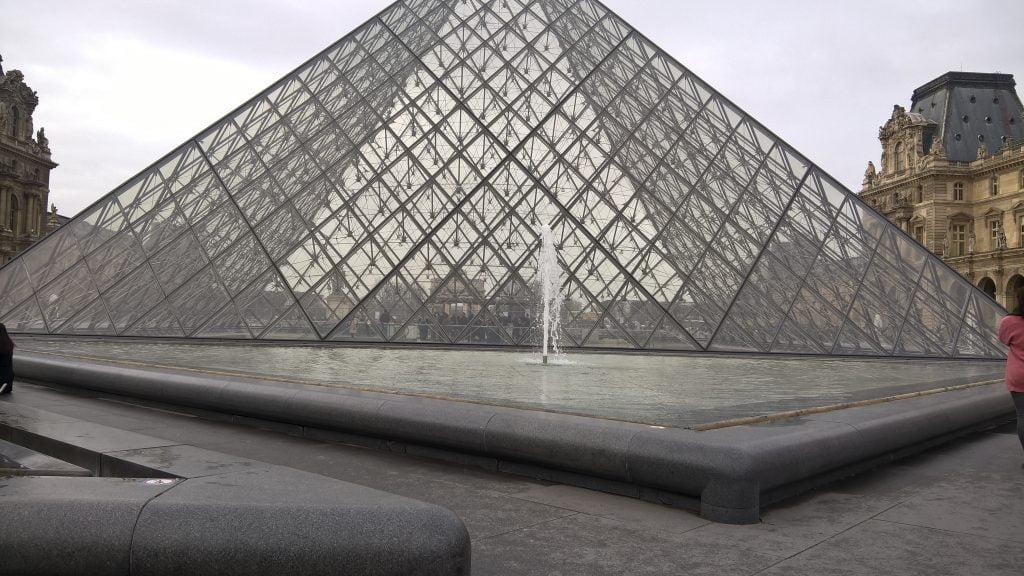 Fontaine de la Pyramide, Cour Napoleon I of the Louvre, (1988)