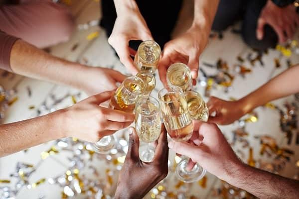 女性の副業にギャラ飲みがオススメ!理由や会社にバレない方法をご紹介