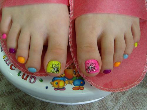 A Striking And Artsy Looking Toenail Art Design This Uses Blue