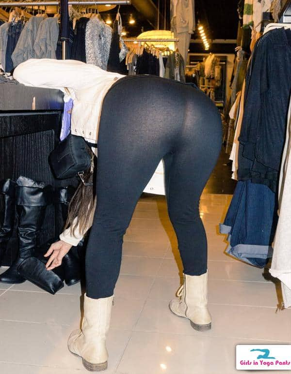 image Teen shopper with great tight ass