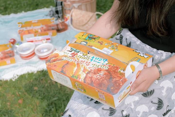 【韓式炸雞推薦】起家雞韓式炸雞松山八德店:偽出國戶外野餐,享用韓國道地炸雞,去骨炸雞系列美味又方便。 @女子的休假計劃
