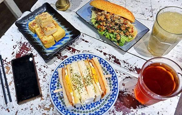 就是要吃早餐.創意熱炒麵包、呷金霸碳烤吐司 |板橋早午餐 |江子翠 ▲女子的休假計劃▼ @女子的休假計劃