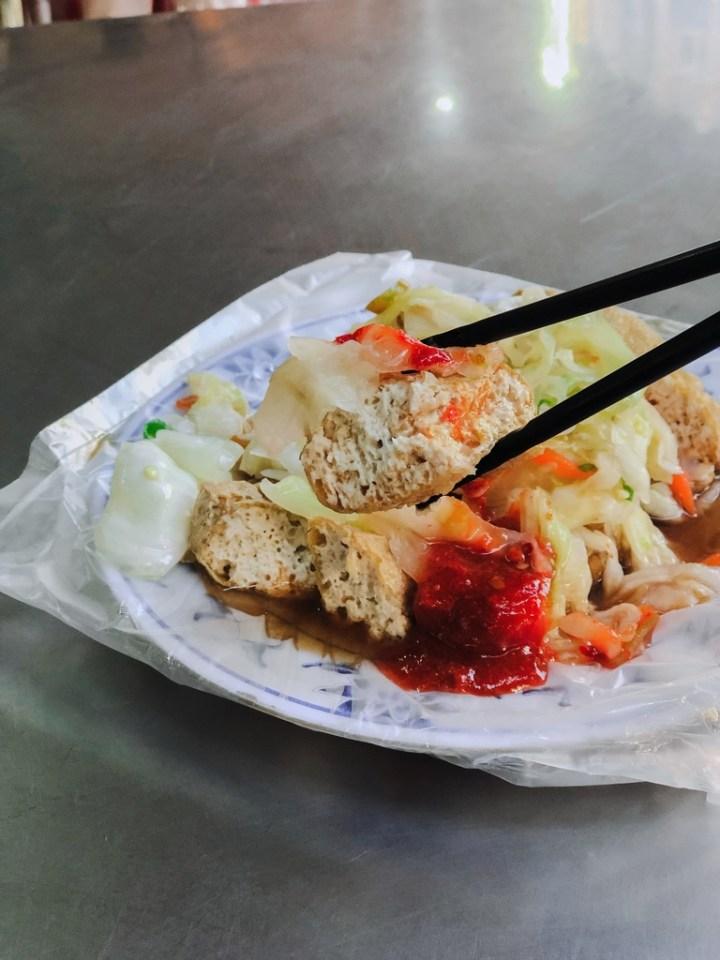 【板橋美食】懷念泡菜臭豆腐:板橋黃石市場萬里飄香人氣在地小吃老店 /慈惠宮美食 @女子的休假計劃