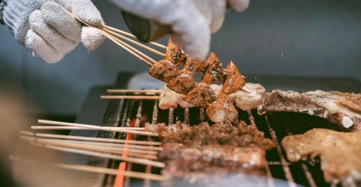 【台北串燒】維吾爾新疆傳統碳烤:台北少見道地新疆風味烤肉,最適合聚餐餐廳,下班好去處。 @女子的休假計劃