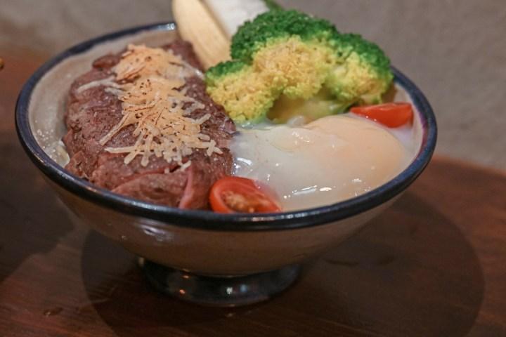 【新竹美食】硬派主廚的軟嫩料理:台式舒肥料理就是這麼有底氣,東門市場最熱門餐廳。 @女子的休假計劃