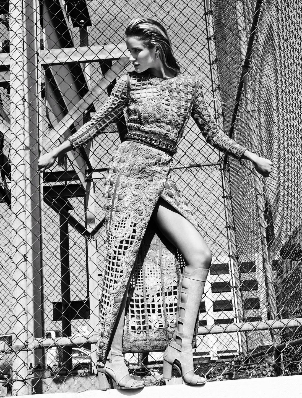 la-modella-mafia-Rosie-Huntington-Whiteley-x-Vamp-Magazine-1-SpringSummer-2014-photographed-by-Paola-Kudacki-2