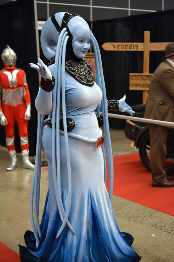Cosplay of Diva Plavalaguna from the Fifth Element © Girls on Games / Catherine Smith-Desbiens