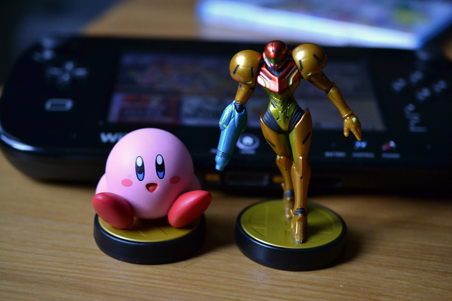 Kirby and Samus Amiibo figurines and Super Smash Bros. for Wii U © Catherine Smith-Desbiens / Girls on Games