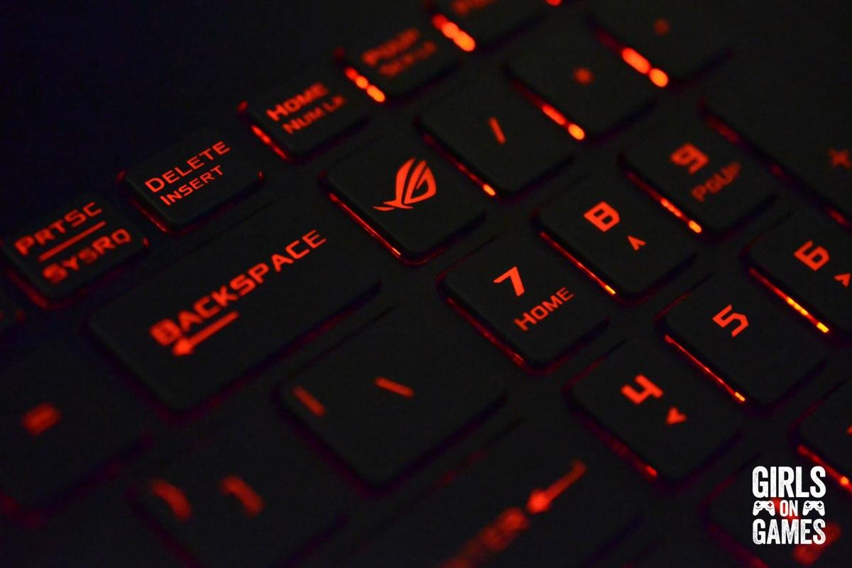 ASUS ROG STRIX GL502 Gaming Notebook keyboard close up