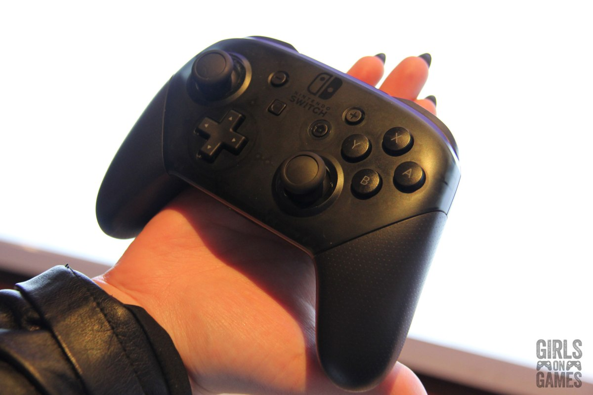 Nintendo Switch Pro Controller. Photo: Leah Jewer / Girls on Games