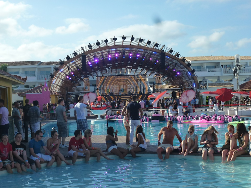 ushuaia single girls It's like a single stage festival mixed ushuaia is a fantastic beach club and one of the best i've been to the girl flying over the pool hanging onto.