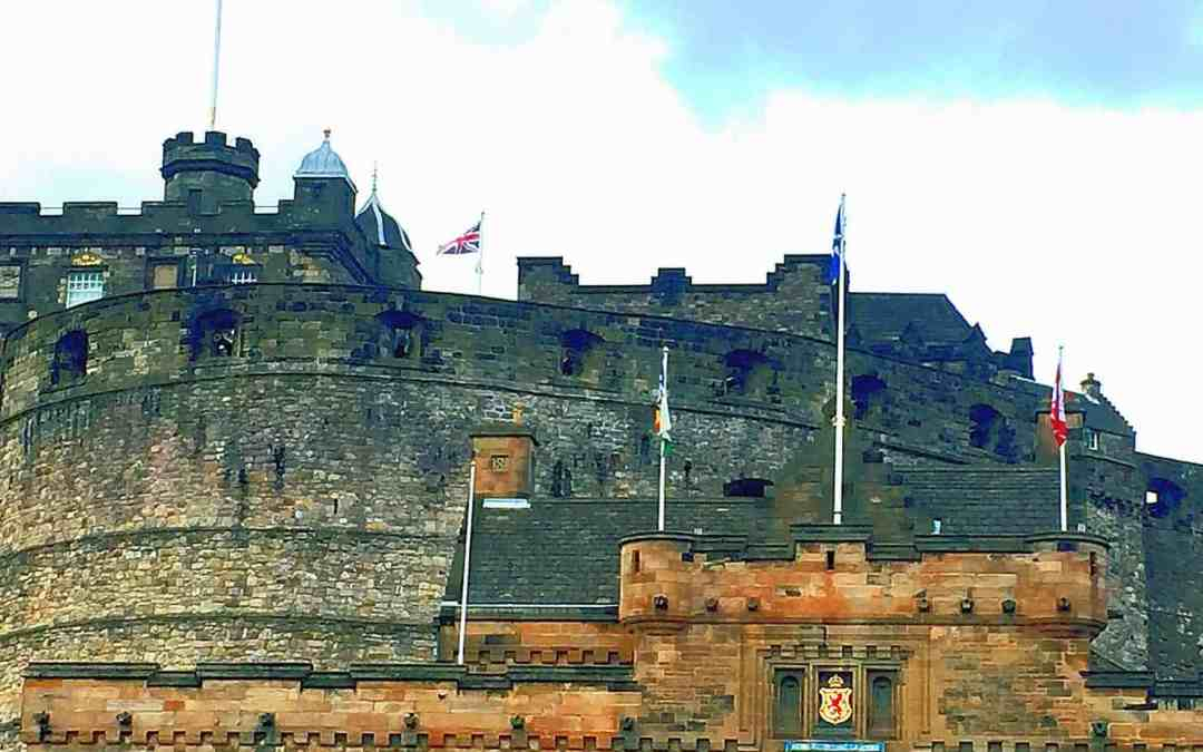 10 Secrets to Having a Kick Ass Time at Edinburgh Castle (or my insanely dull Edinburgh Castle Guide)