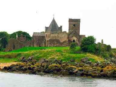 I wish I had had more time on this Edinburgh Scotland Day Trip to explore Inchcolm Abbey.