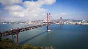 A beautiful view of the Lisbon Bridge.