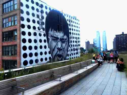 Walking along the Highline is one of the amazing, totally free things to do in New York City.