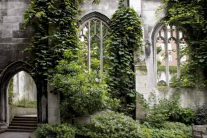 St. Dunstan in the East Church is the perfect place to escape the crowds of London and enjoy a bit of quiet.