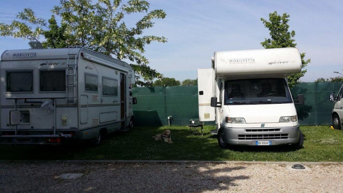 I nostri Camper all'Ariaperta Sosta Camper di Comacchio