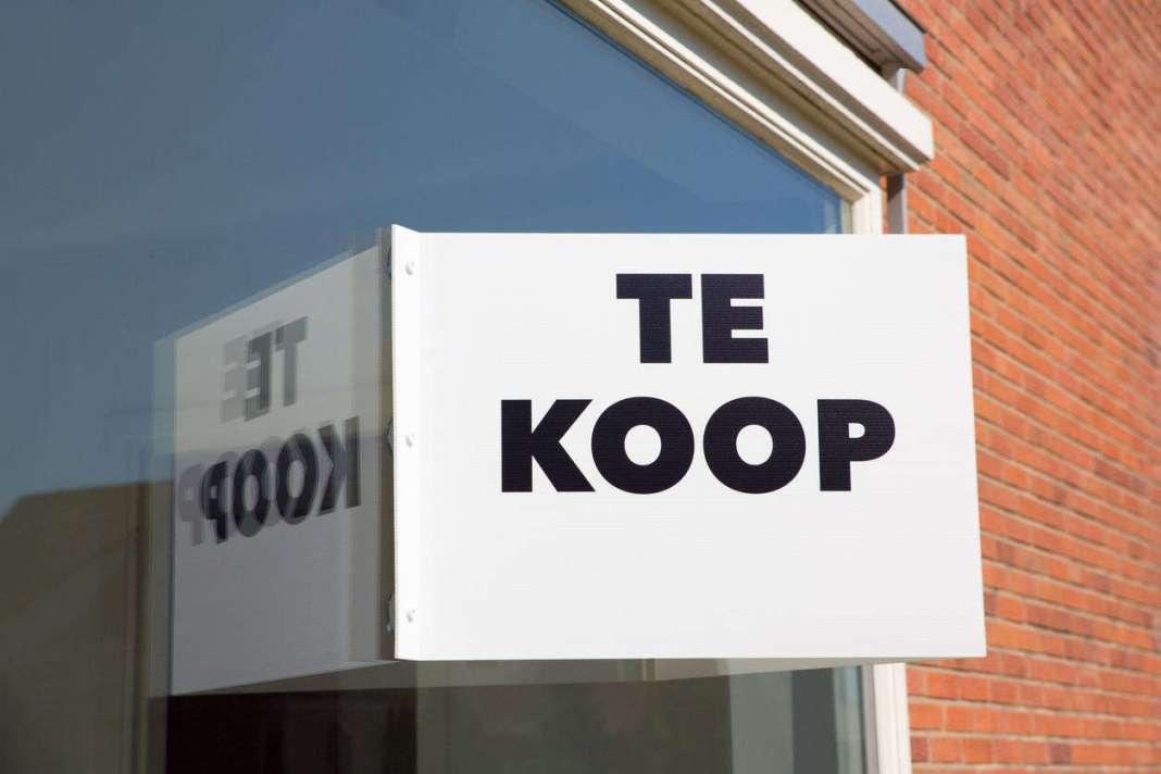 'For sale' sign, source: https://www.1limburg.nl/zuinige-woningen-limburg-zelden-te-koop / https://www.1limburg.nl/gallery/181086/94862/eNolykEKgCAQRuG7%252FGshiIjyKhUx5ERCadm4CPHuGW3f9xIOb%252BLO0FiZJAaeKYhdSlE4KdBxQyc4a8rRN11bIysYvsU6EuvdpyfJVth5w2P1TwpX5PBAD1POL8RxISk%253D