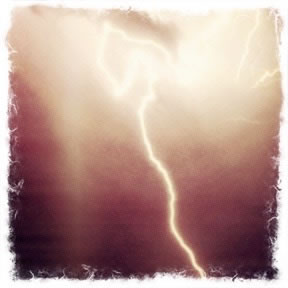 THE LIGHTNING STRIKE OF IDEAS: THE MIGRATORY SYMBOLISM OF THE THUNDERBOLT