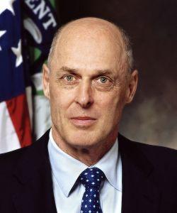 henry_paulson_treasury_2006-wiki-commons1