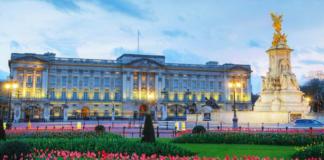 Intruder Breaks into Buckingham Palace While Queen Elizabeth Was Around