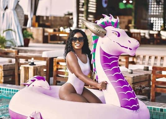 Cee-C flaunts her curves in new swimsuit photos 1